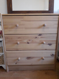 wooden chest of draw heigth: 70cm Width: 30 Lentgh: 62 cm