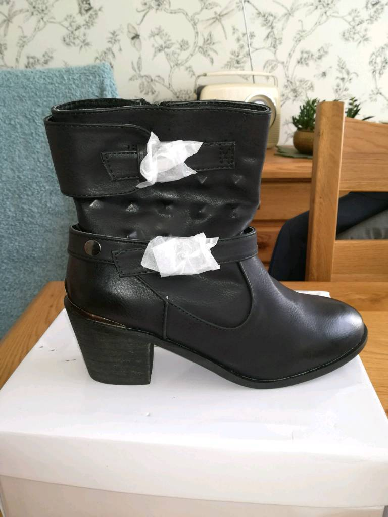 New Ladies black ankles boots size 6