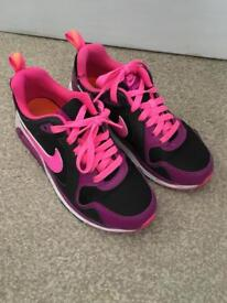 Almost new womens nike air trainers size 4