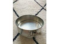 Spring form cake tin with removable bottom