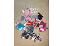 Design a friend bundle. 3 doll's with 9 further outfits and accessories