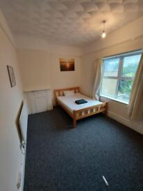 XLarge Rooms Near Luton Town Centre - COUPLES WELCOME - All Bills included!