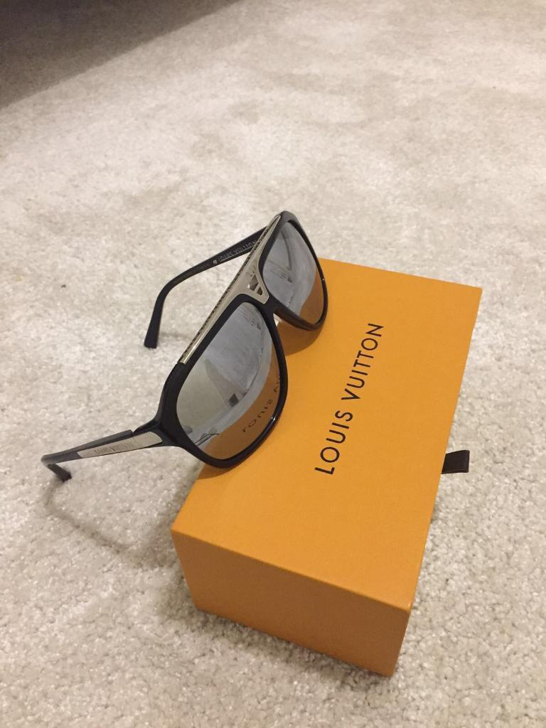 51722b388fe6a Louis Vuitton evidence sunglasses Matt black and silver