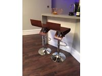 Wooden bar stool with gas lift action - set of 2