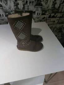 AVONDALE UGG BOOTS