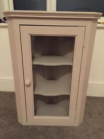 Corner cupboard