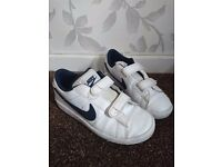 Boys nike court trainers