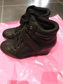 Ladies wedge shoes black size 6