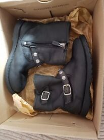 Girls ugg boots size 9