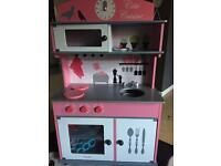 Children's play kitchen