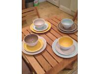 HABITAT colored table set for 4