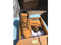 Dewalt work boots size UK 8