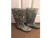 Black and White Spotted Print Wellies Boots size 5