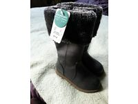 Girls winter shoes size 6 NEW