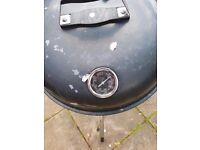 BBQ Grill with temperature indicator
