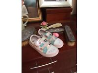 Clarks girls shoes size 9G