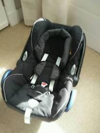 Maxi cosi cabriofix car seat, family isofix base and sheep skin insert