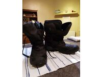 Mens size 9 Walking snow boots and Liners. Excellent Condition