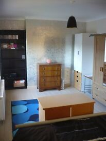 Room to rent in a house in Stirling, in an excellent location.