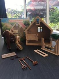 Sylvanian Families - Stable and Pony