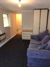 Studio Flat - Guildford - newly refurbished