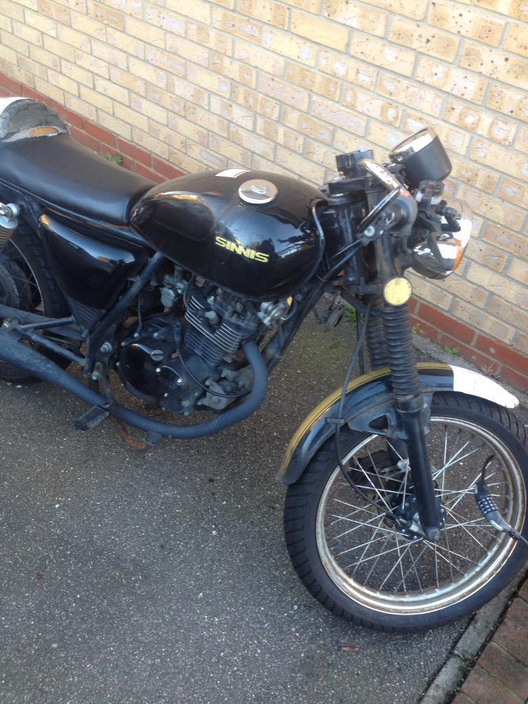 Sinnis Cafe 125 motorbike