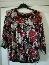 Ladies top ( new without tags)size 14