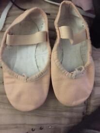 Girls ballet shoes hardly worn size 8c