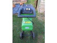 Electric garden shredder/chipper in good working order