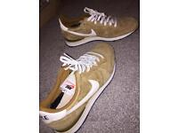 Brand new classic Nike challenger trainers for sale
