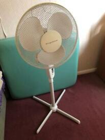 Floor standing oscillating fan - Frigidaire