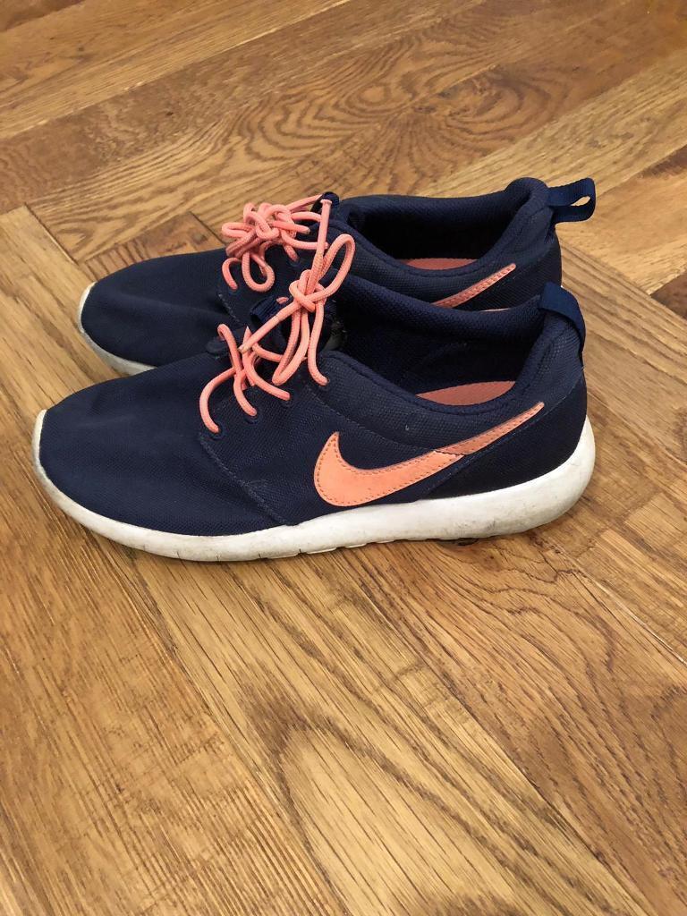 b31ae49f1f25 Size 5 Nike trainers