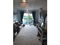 1 bed new build flat excellent condition. Stone throw from the high street and shops