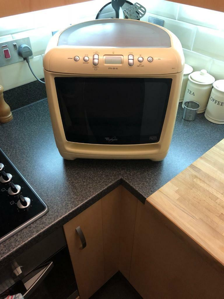 Whirlpool M A X 750w Corner Microwave