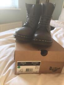 DM boots - size 6 (with box)