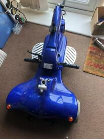 Car boot mobility scooter with brand new batteries