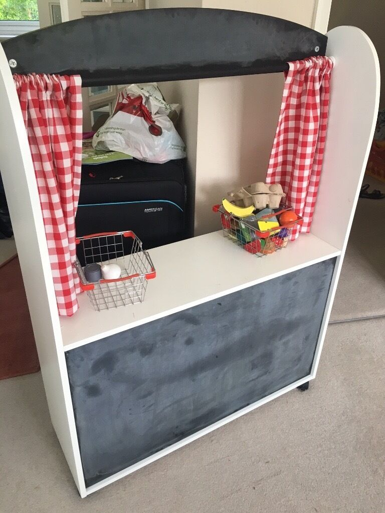 Woden play shop and theatre - great for pretend play, great condition and with lots of accessories!