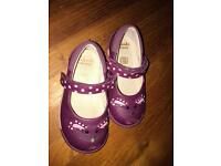 Clarks girls shoes size 5 1/2 fit G
