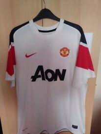 Manchester United Away Shirt 2010/2011 size Large