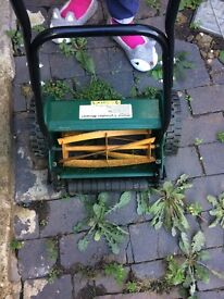 Manual Lawmmower with grass box