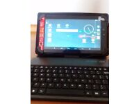 7 inch tablet with case incluided and keyboard, android, it is black.