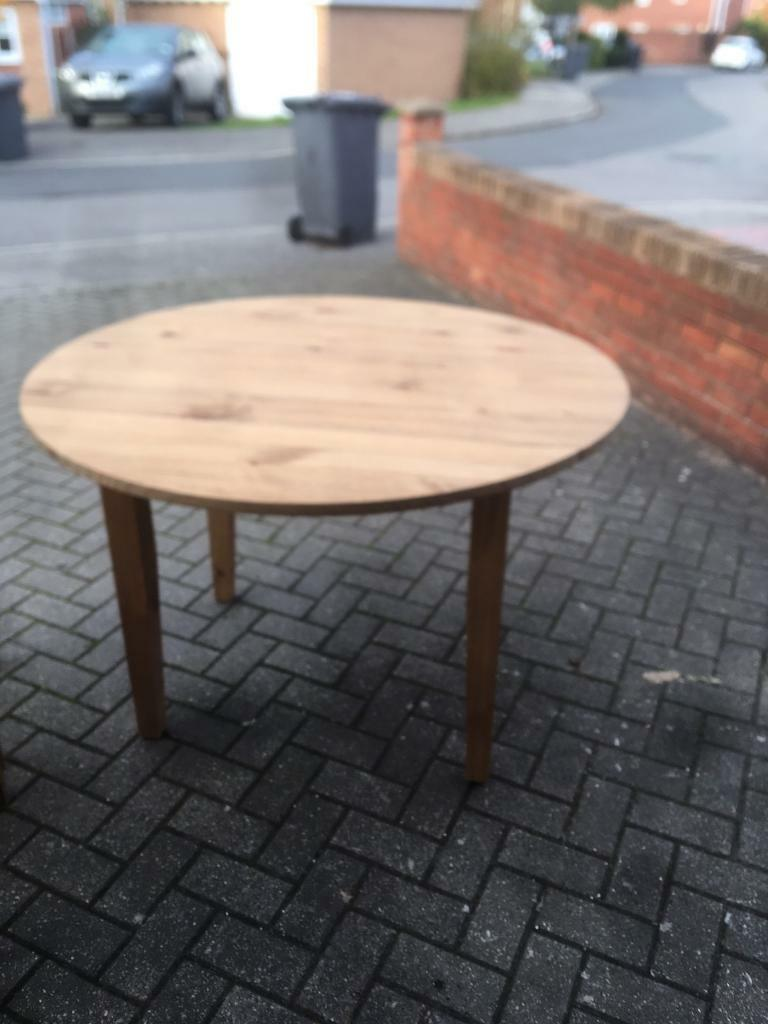 Solid oak table and 4 chairs never used