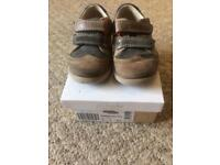 Boys size 5F Clarks shoes good condition