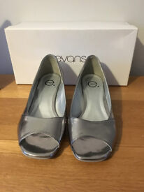 Evans Pewter Shoes (Silver) Size 4 EEE Fitting