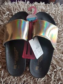 Ladies gold slider sandles size 5 new