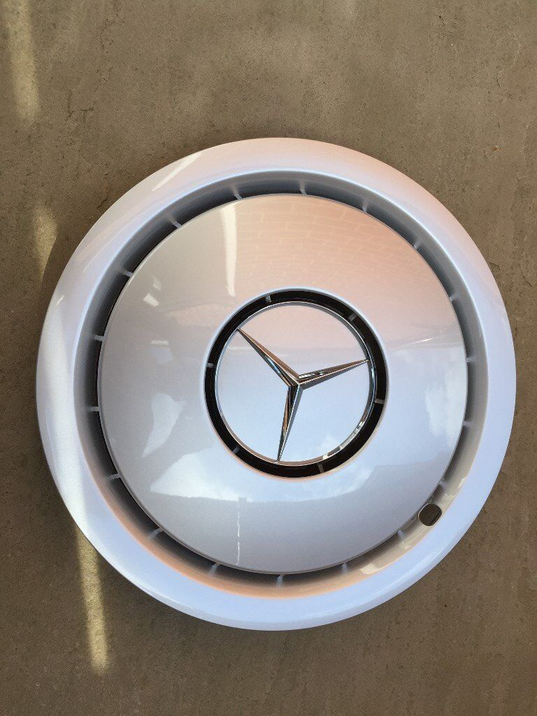 Mercedes - Benz 3 genuine brand new hubcaps 16 inch