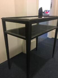 Display table with glass lid