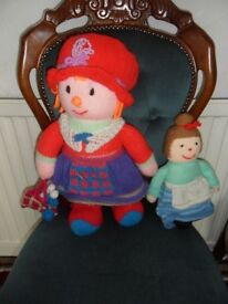 Knitted Mother and Daughter dolls