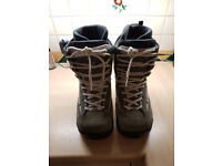 Snowboard boots 10 mens Green& white