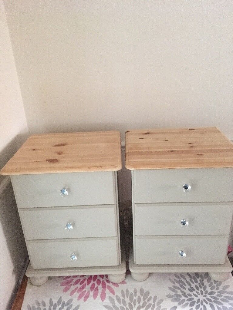 2 Pine bedside table
